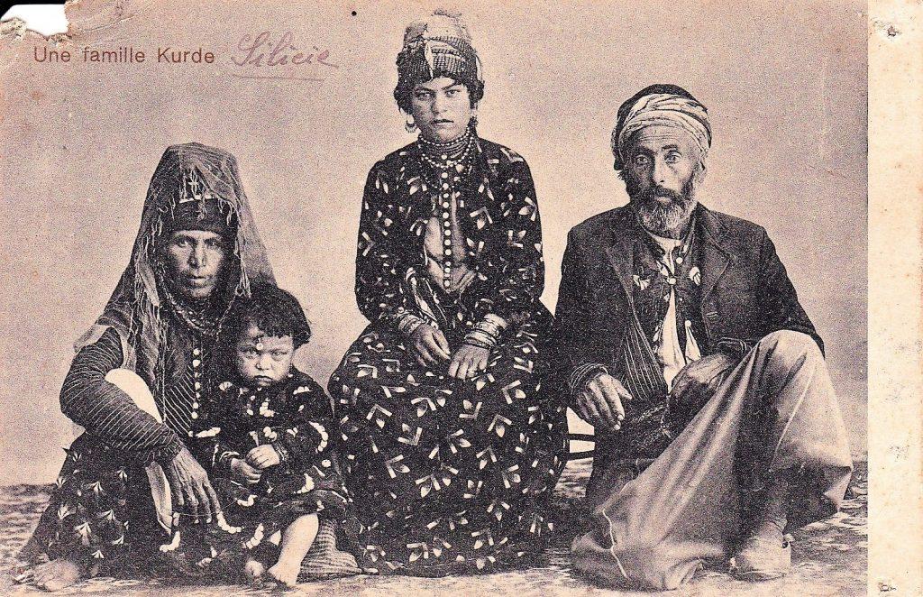 Carte postale - Alep - Une famille Kurde